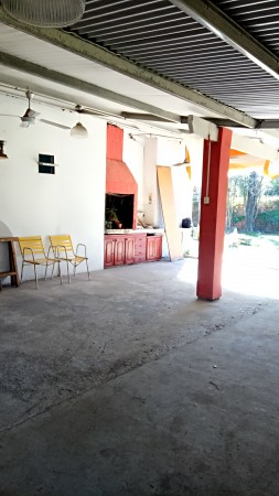Casa quinta con pileta y Quincho